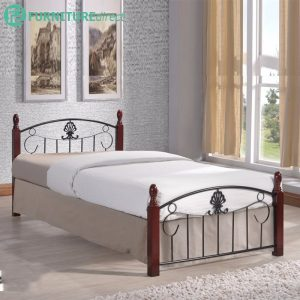 KINGSTON 203 Wooden post metal bed