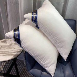 HILTON 750g polyester fiber classic pillow